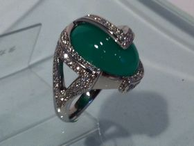 翡翠の指輪完成品の写真